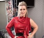 Kelly Clarkson Blast Hater Over Anti-Gay Remarks