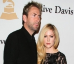 Avril Lavigne Unable to Forget Ex Chad Kroeger Whenever She Takes a Leak