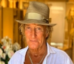 Rod Stewart Close to Avoid Trial for New Year's Eve Battery Case