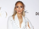 Jennifer Lopez Gracefully Bounces Back From On-Stage Mishap