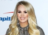 Carrie Underwood Reveals Her Baby's Gender at CMAs - It's a Boy!