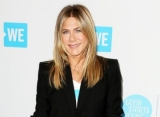 Report: Jennifer Aniston Dating a Mystery Man Who Makes Her Feel 'Safe'