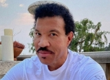Lionel Richie Remembers Late Father Through Clasped Hands Sculpture