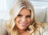 Jessica Simpson's Bare-Faced Selfie Draws Mixed Reactions