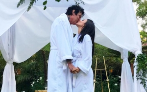 Tommy Lee Denies He's Married After Fake Wedding Pictures