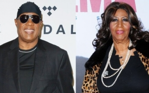 Stevie Wonder Chokes Up While Paying Tribute to Aretha Franklin