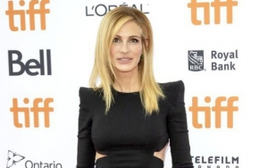 Julia Roberts Would Rather Have People Talking About Her Hairy Leg Than Age