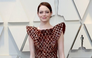 Emma Stone Injures Her Shoulder After 'Slipping on a Floor,' Not at Spice Girls Concert