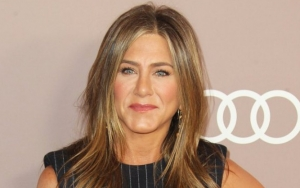 Jennifer Aniston Offers to Fix Instagram After Causing Glitch With Debut Post