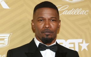 Jamie Foxx Quickly Sanitizing His Hand After Touching Fan Amid Coronavirus Outbreak