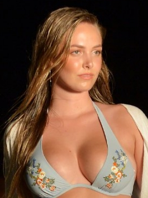 Bret Michaels' Daughter Raine Makes Modeling Debut at Sports Illustrated Swimsuit Show