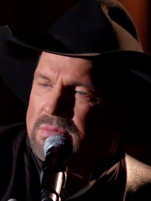 CMA Awards 2018: Garth Brooks Sweetly Serenades Wife With Brand New Song