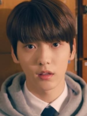 Second Member of BTS Label's New Boyband TXT Introduced Through School-Themed Video