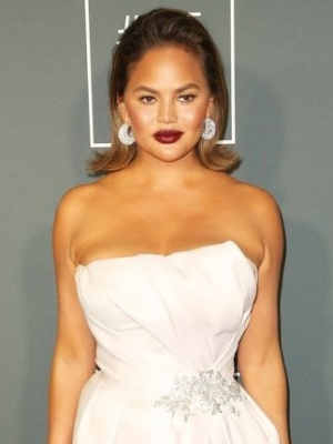 Chrissy Teigen Has Most Hilarious Response to Kim Kardashian's Valentine's Day Present