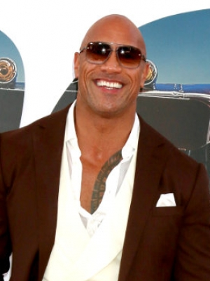 'Hobbs and Shaw' Premiere Pics: Dwayne Johnson Arrives in Styles Before Fire Scare
