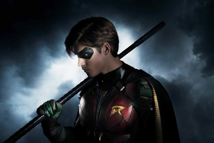 Titans Set Photos Unite Dick Grayson, Starfire, Raven & Beast Boy