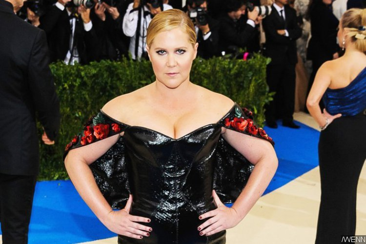 Amy Schumer Defends Her Film 'I Feel Pretty' Against Feminist Backlash