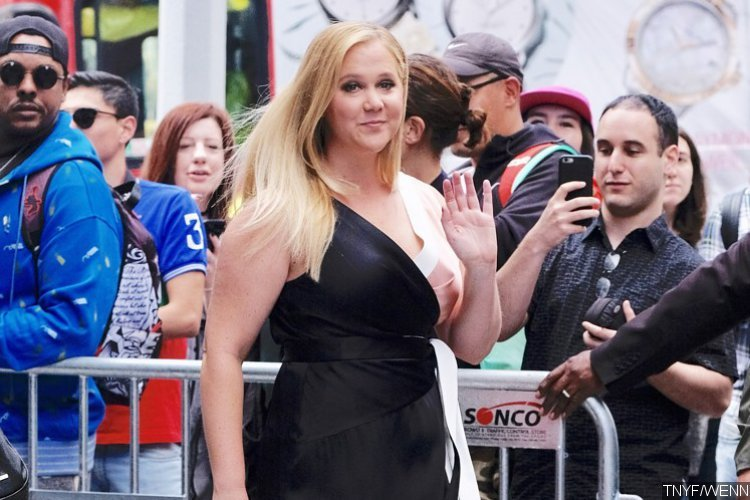 Amy Schumer Faces Backlash for Interrupting Comedian's Set to Practice 'SNL' Monologue