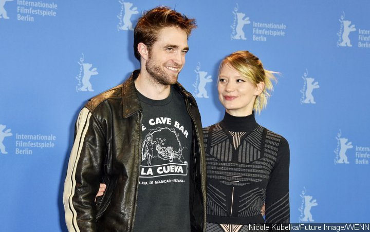 Robert Pattinson and Mia Wasikowska Join Forces for 'The Devil All the Time'