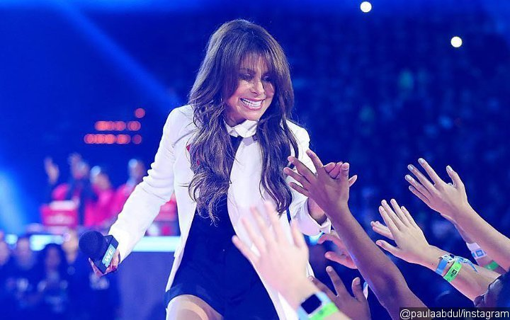 Watch: Paula Abdul Falls Off Stage When Reaching Out to Fans at Mississippi Concert