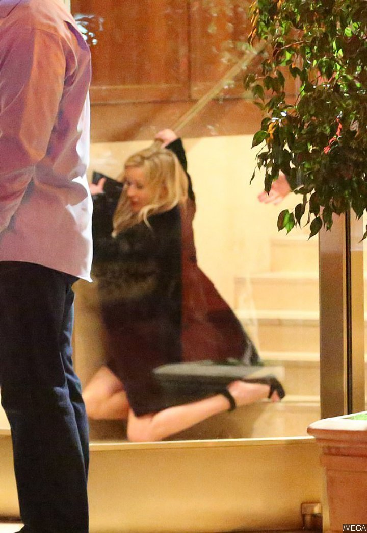 Reese Witherspoon Falls Down After Attending Jennifer Aniston's 50th Birthday Party