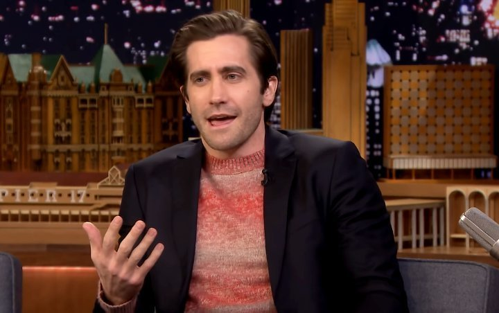 Jake Gyllenhaal Recalls Strange Incident Causing Him to Run Offstage Mid-Theater Monologue Play