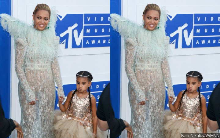 Beyonce and Blue Ivy Go Regal in 'Lion King'-Inspired Outfit at Tina Knowles' Wearable Art Gala