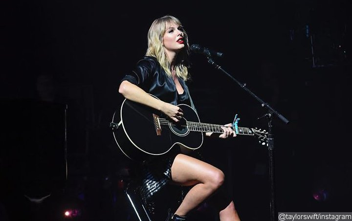 Taylor Swift Delivers First Live Performance of 'Lover' Tracks at Paris Concert