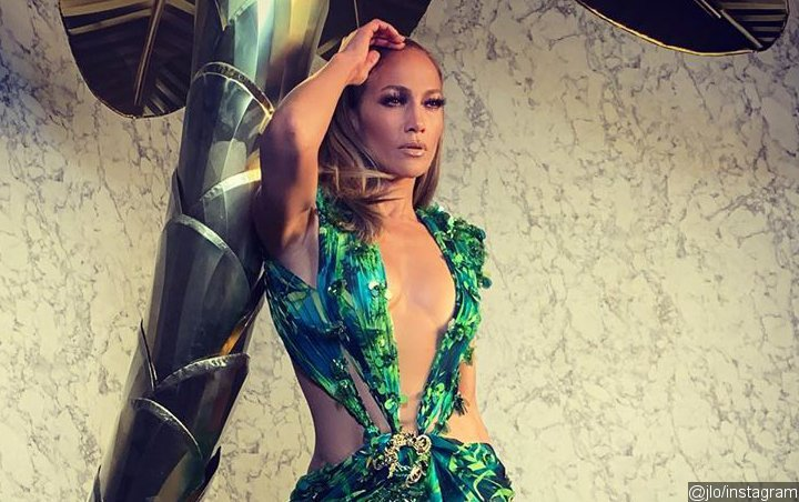 Jennifer Lopez Sends Versace Show Crowd Wild With Surprise Runway Appearance