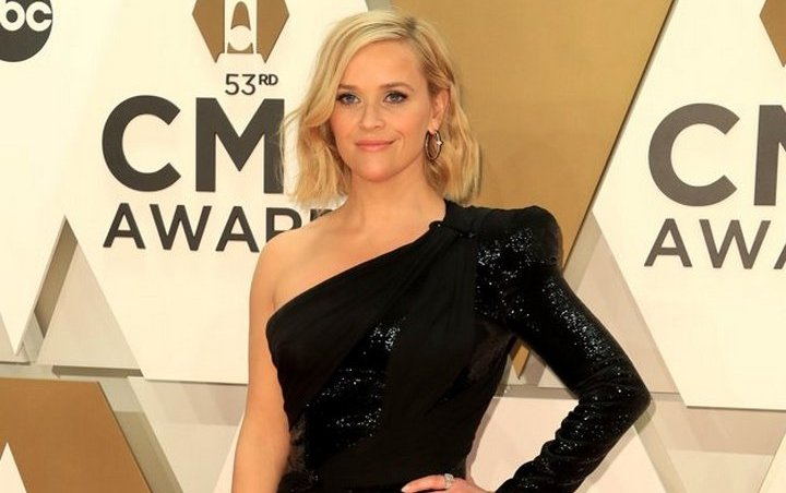 Reese Witherspoon Calls Herself 'Stupid' and 'Dumb' for Pulling 'Do You Know Who I Am?' Card