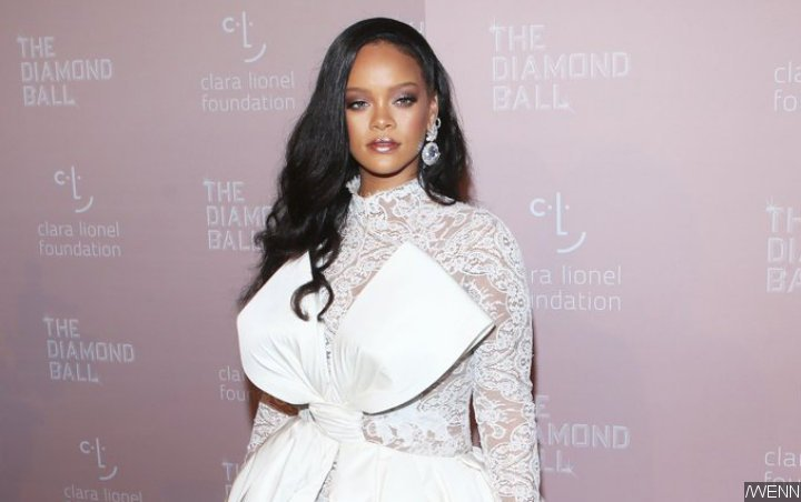 Alleged Leaked Sex Tape of Rihanna Dubbed 'Fake' by Fans