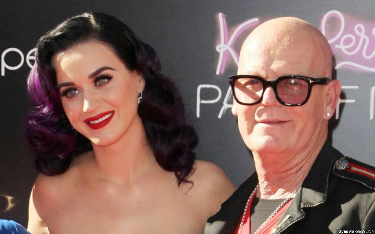 Katy Perry in Hot Water for Promoting Dad's Non-Partisan T-Shirt