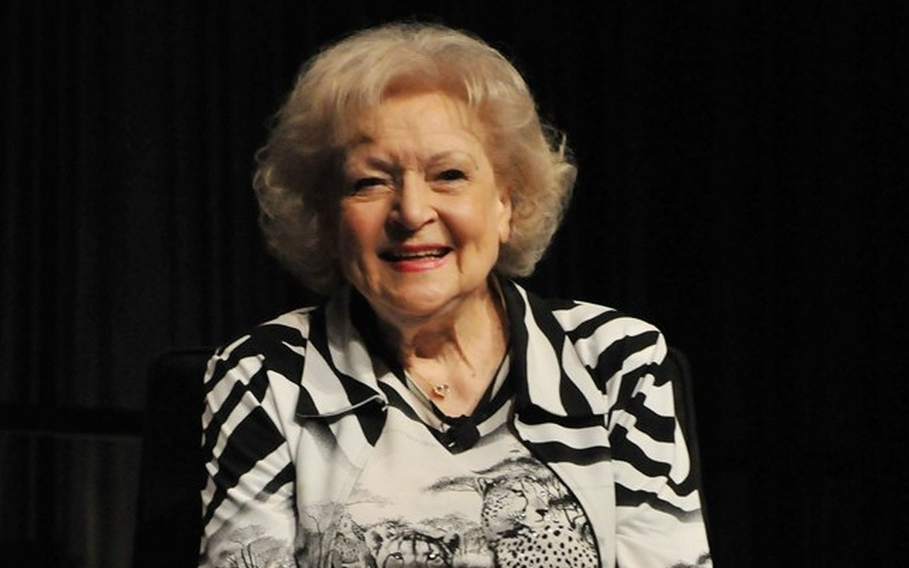 Betty White Saluted by Fans and Fellow Celebrities on 99th Birthday