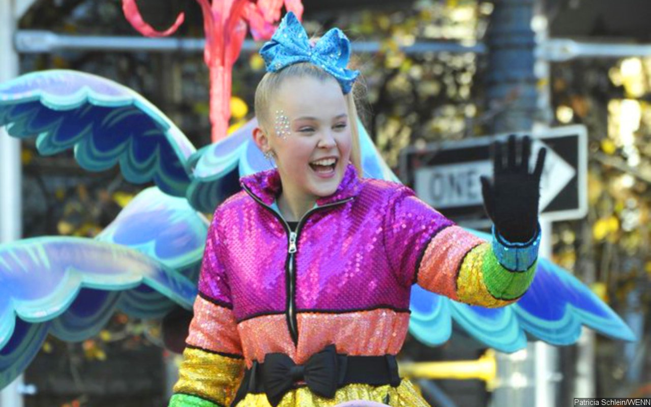 JoJo Siwa Showered With Support After Seemingly Coming Out Using 'Best Gay Cousin' T-Shirt