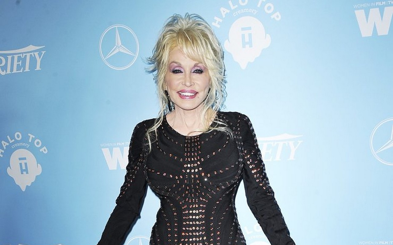 Dolly Parton Vetoes Plan to Erect Her Statue in Nashville