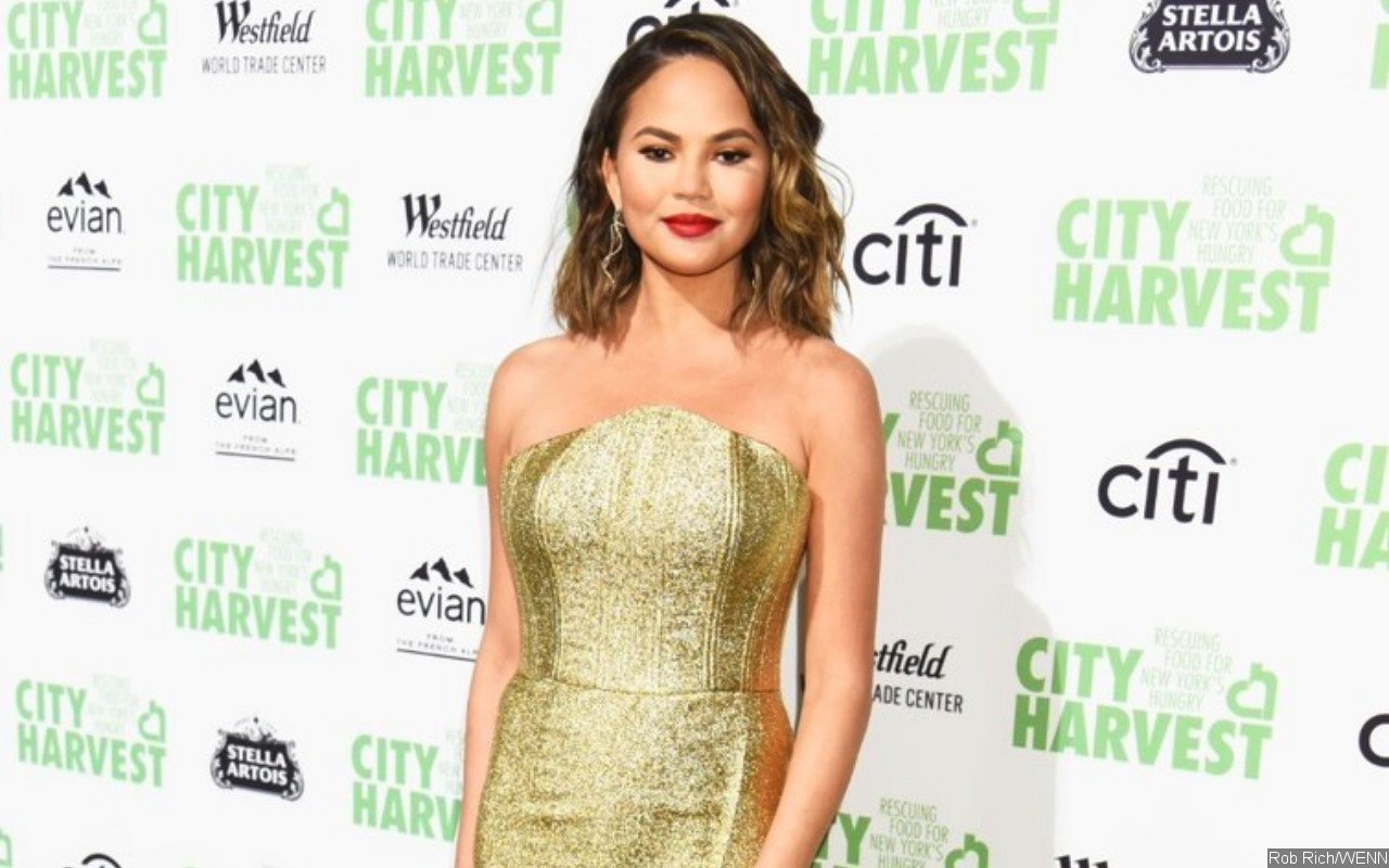 Chrissy Teigen Reflects on Constant Criticism She Gets: Everyone Hates Me