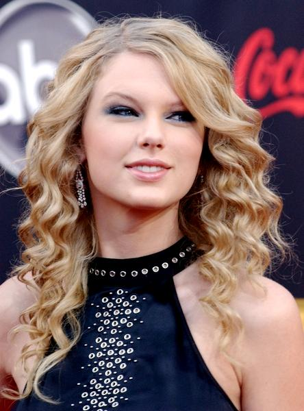 taylor swift kissing a girl.  Taylor Swift posted a message on her MySpace blog, dated Wednesday,
