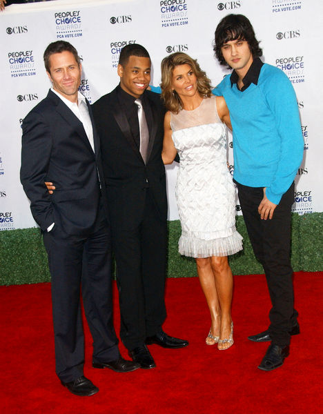 Lori Loughlin, Rob Estes, Tristan Wilds, Michael Stege<br>35th Annual People's Choice Awards - Arrivals