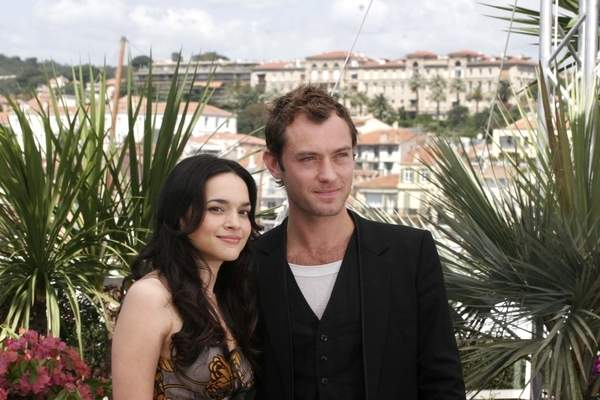Norah Jones, Jude Law