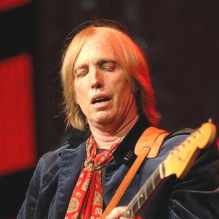 Tom Petty in Tom Petty Performs Live at the Tweeter Center Chicago 2005