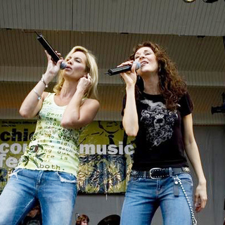 SHeDAISY in Chicago Country Music Fest - ADB-005896