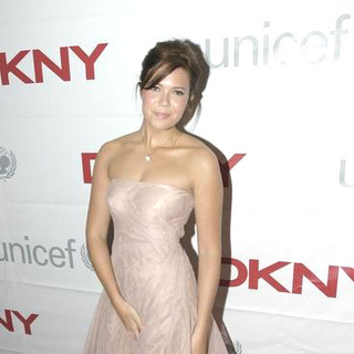 Mandy Moore in DKNY Launches Be Delicious Messages of Hope to Benefit UNICEF