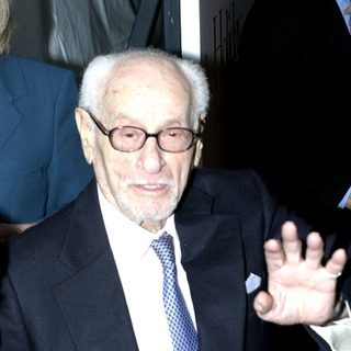 Eli Wallach in The Holiday New York Premiere - Arrivals