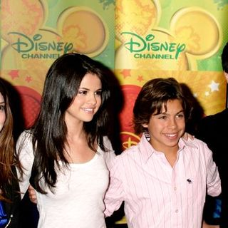 "Selena Gomez, David Henrie, Jake T. Austin, Jennifer Stone in ""Wizards of Waverly Place"" Cast Visits the World of Disney Store in New York on September 6, 2008"
