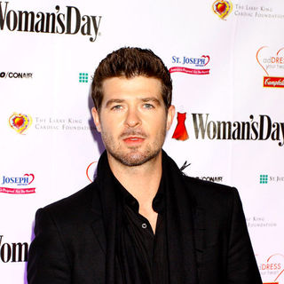 Robin Thicke in 6th Annual Woman's Day Red Dress Awards - Arrivals