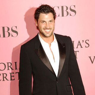 Maksim Chmerkovskiy in The 2007 Victoria's Secret Fashion Show