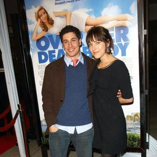 "Jason Biggs, Jenny Mollen in ""Over Her Dead Body"" Los Angeles Premiere - Arrivals"