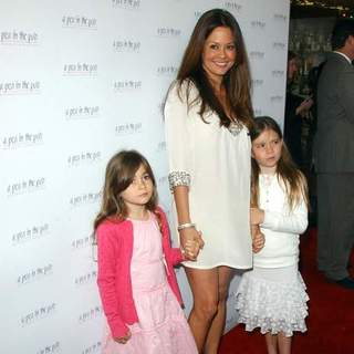 Brooke Burke in Celebrity Hot Moms Club Preview 2008 Spring/Summer Collection From A Pea In The Pod - Arrivals