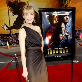 "Leslie Bibb in ""Iron Man"" Los Angeles Premiere - Arrivals"