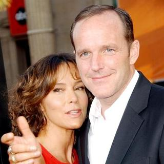 "Jennifer Grey, Clark Gregg in ""Iron Man"" Los Angeles Premiere - Arrivals"
